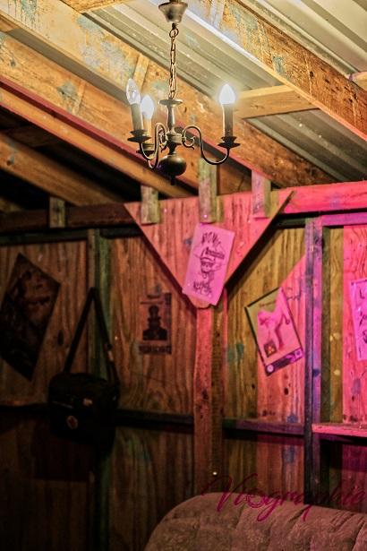 "Willkommen zu Bunker Springs ""Taverne"""